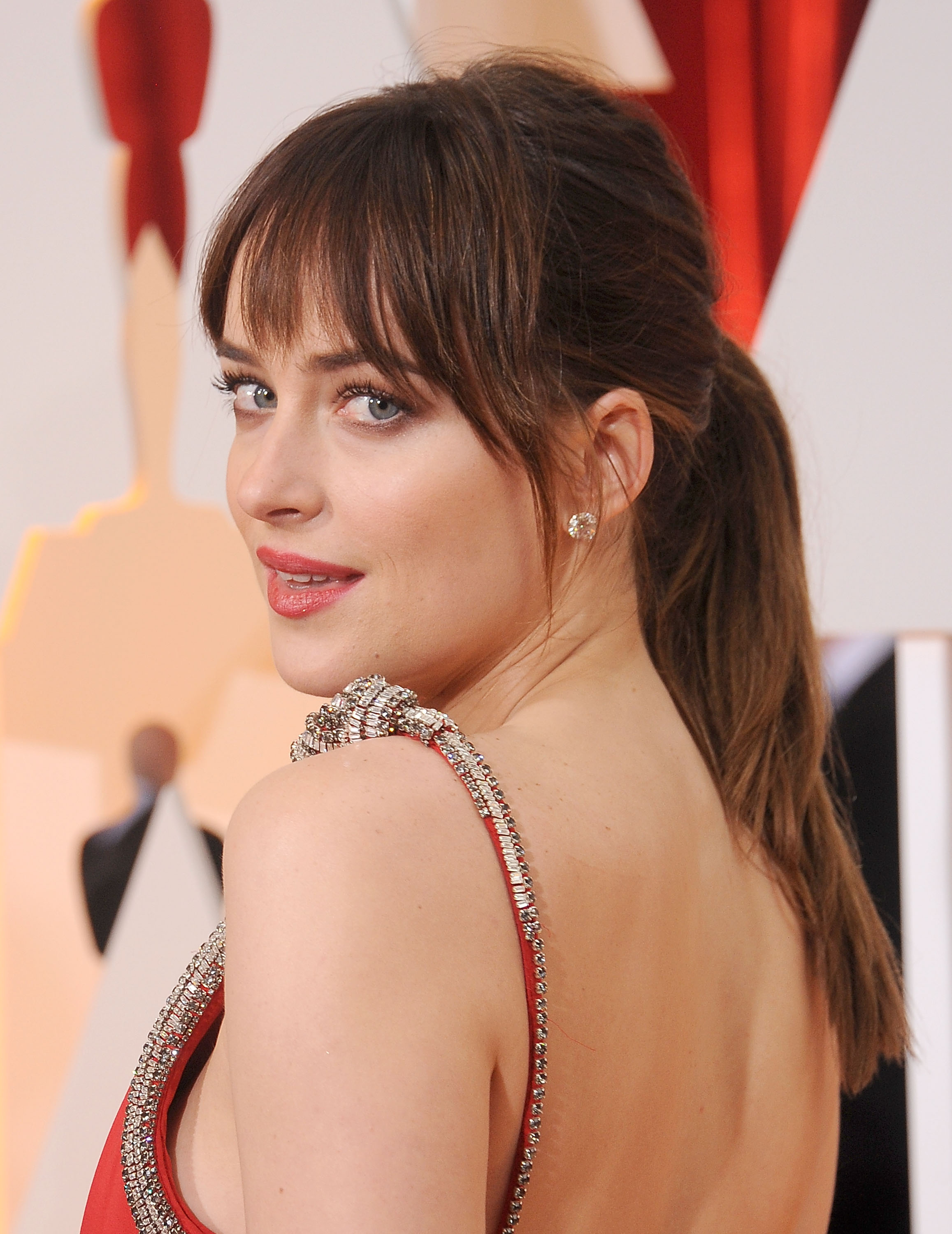 Best Type Of Bangs For Your Face Shape Round