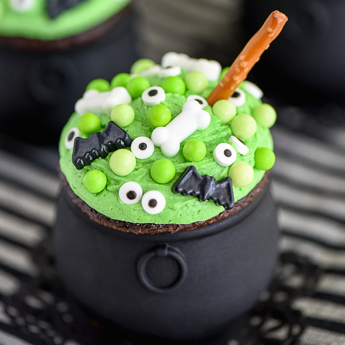 11 Best Halloween Cupcake Decorating Ideas - How to Make ...