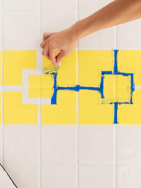 How to paint ceramic tile diy painting bathroom tile for Painting bathroom tile before and after