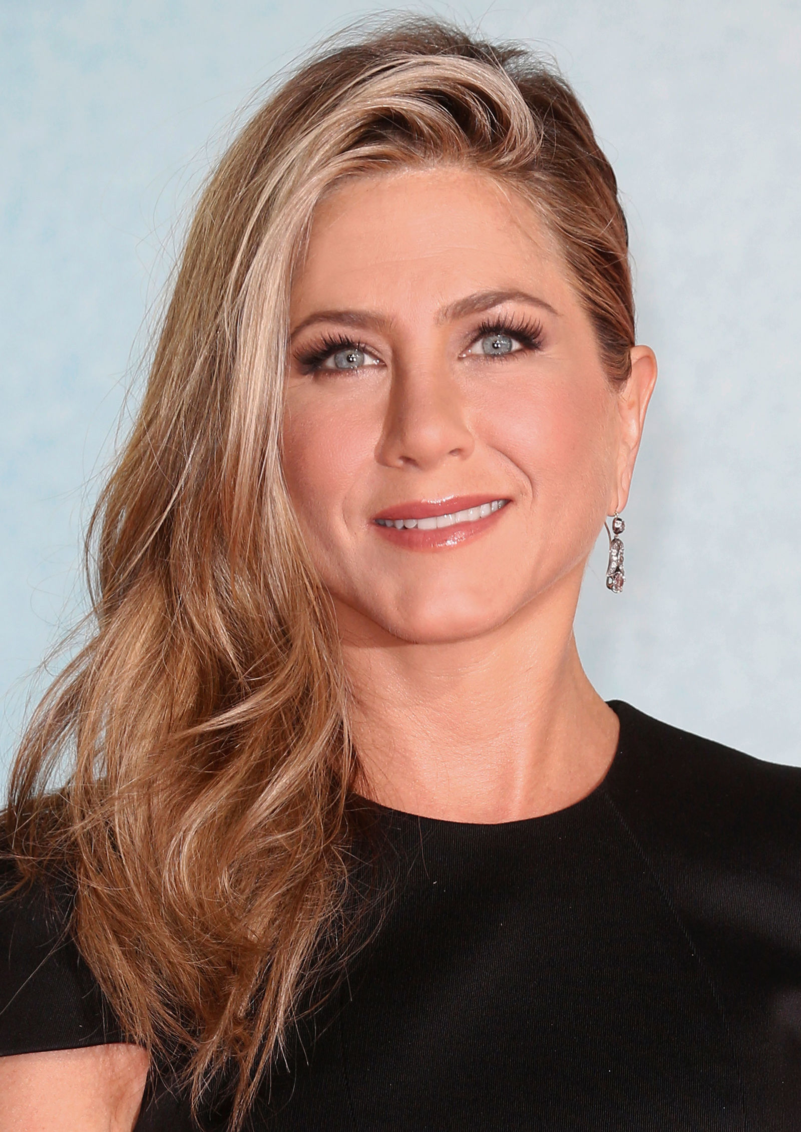Jennifer Aniston Is Latest Celeb With a Long, Angled Bob Hairstyle