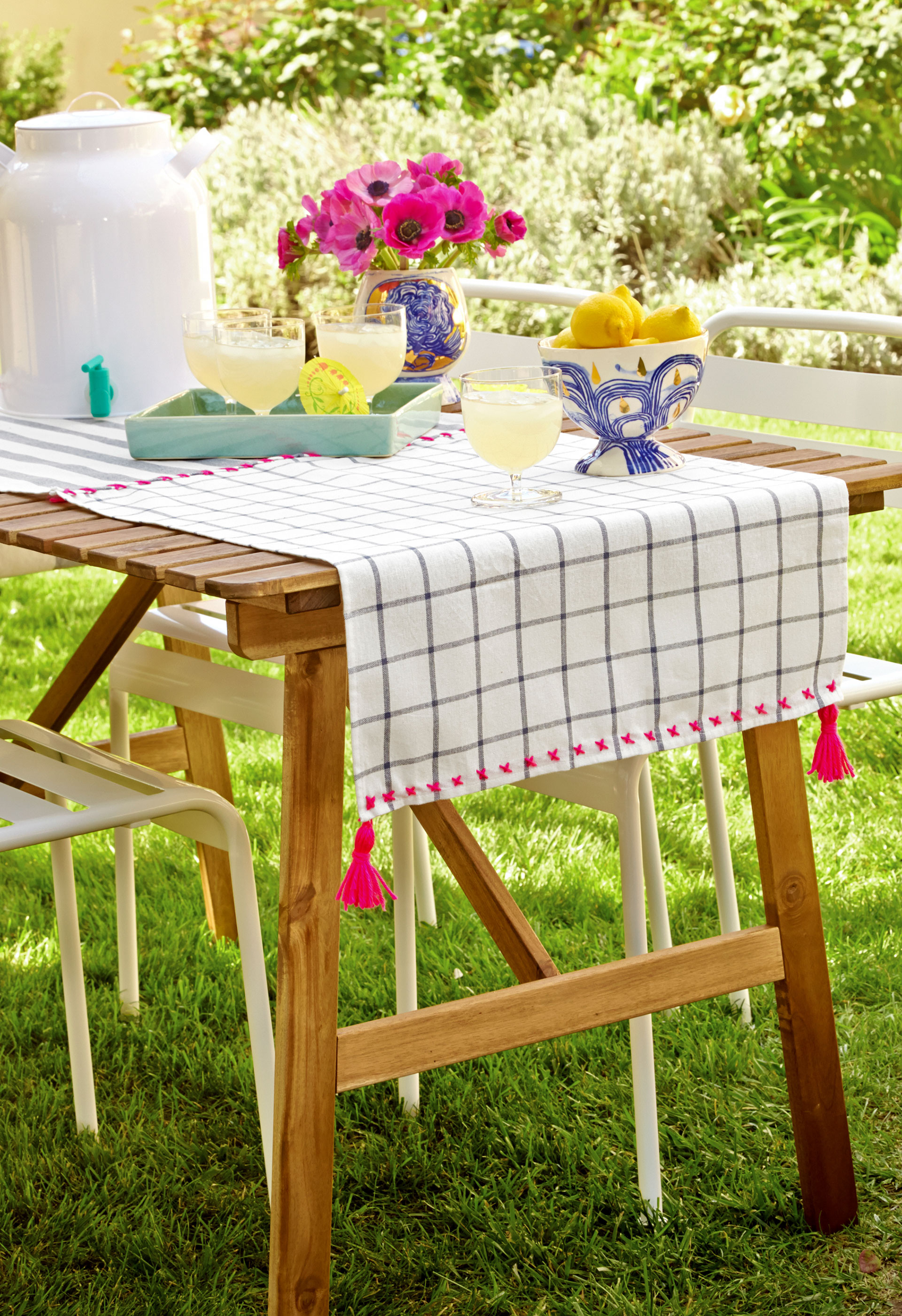 Easy diy table runner easy diy projects from emily henderson for Easy diy table runner