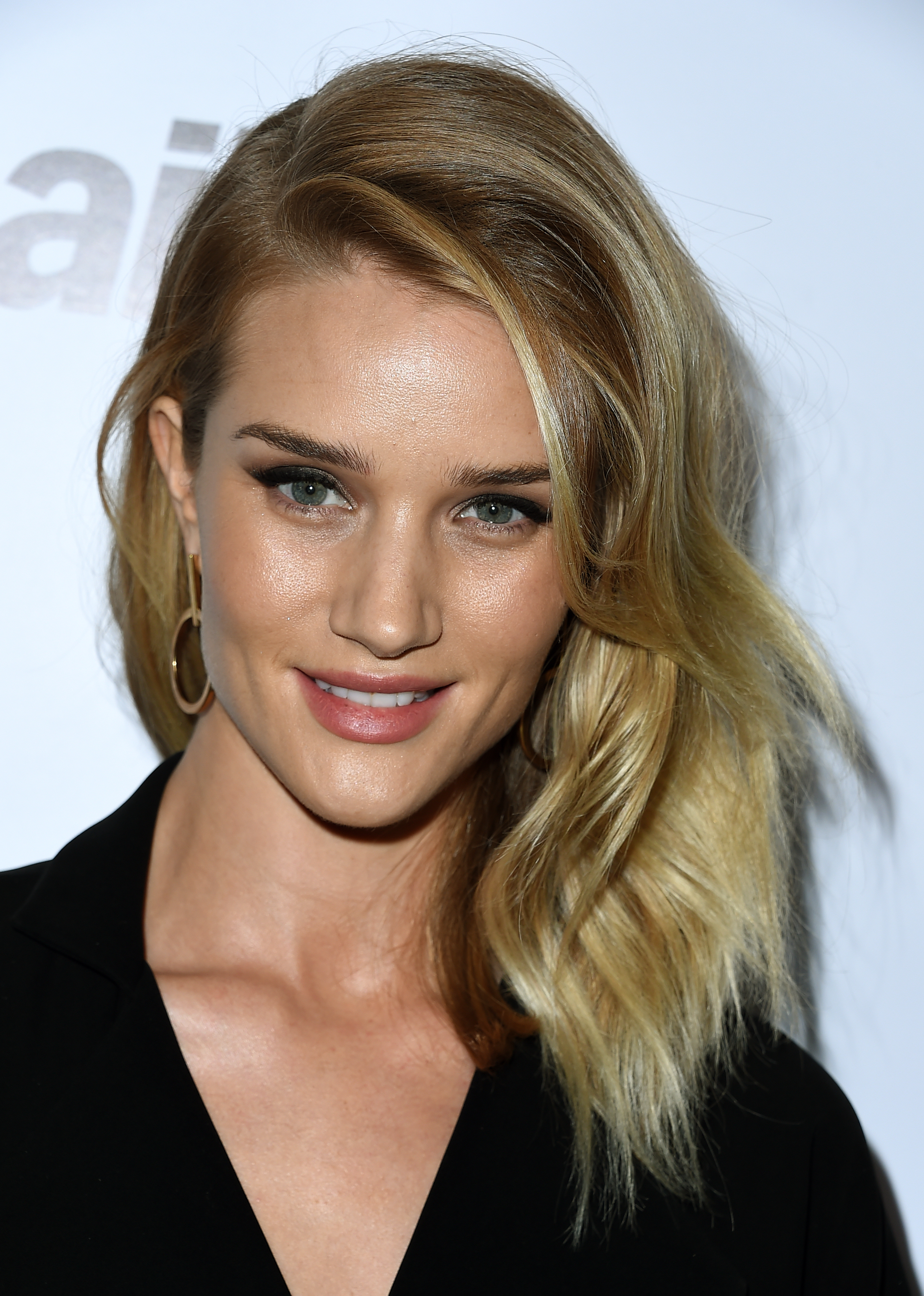 best long haircuts for square faces the 10 best hairstyles for square faces 3392 | 1471033124 gettyimages 516776142